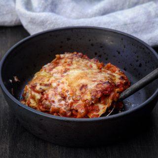 Lasagne med tomatsaus og rød linser