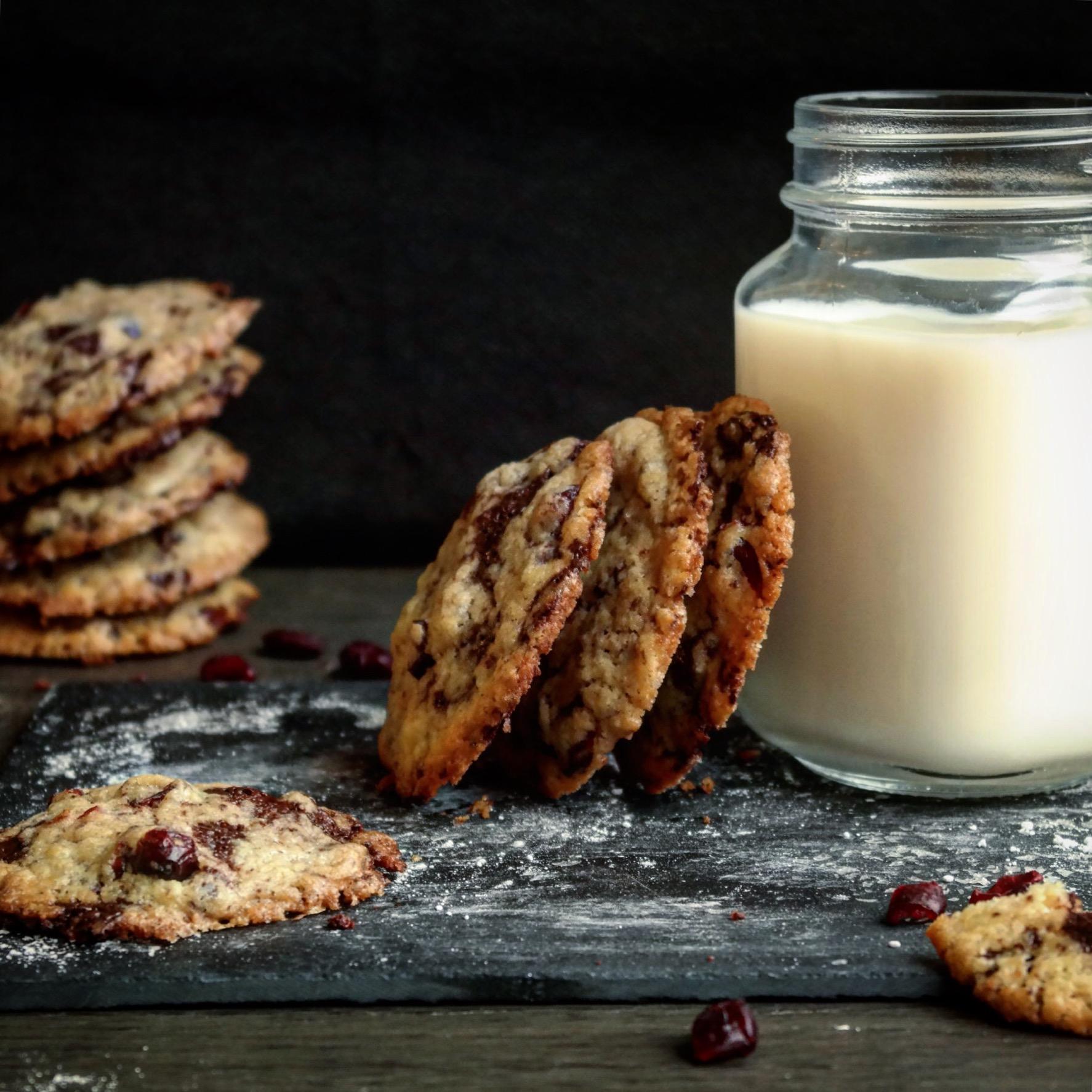 Enkle og supergode cookies med sjokolade og tranebær