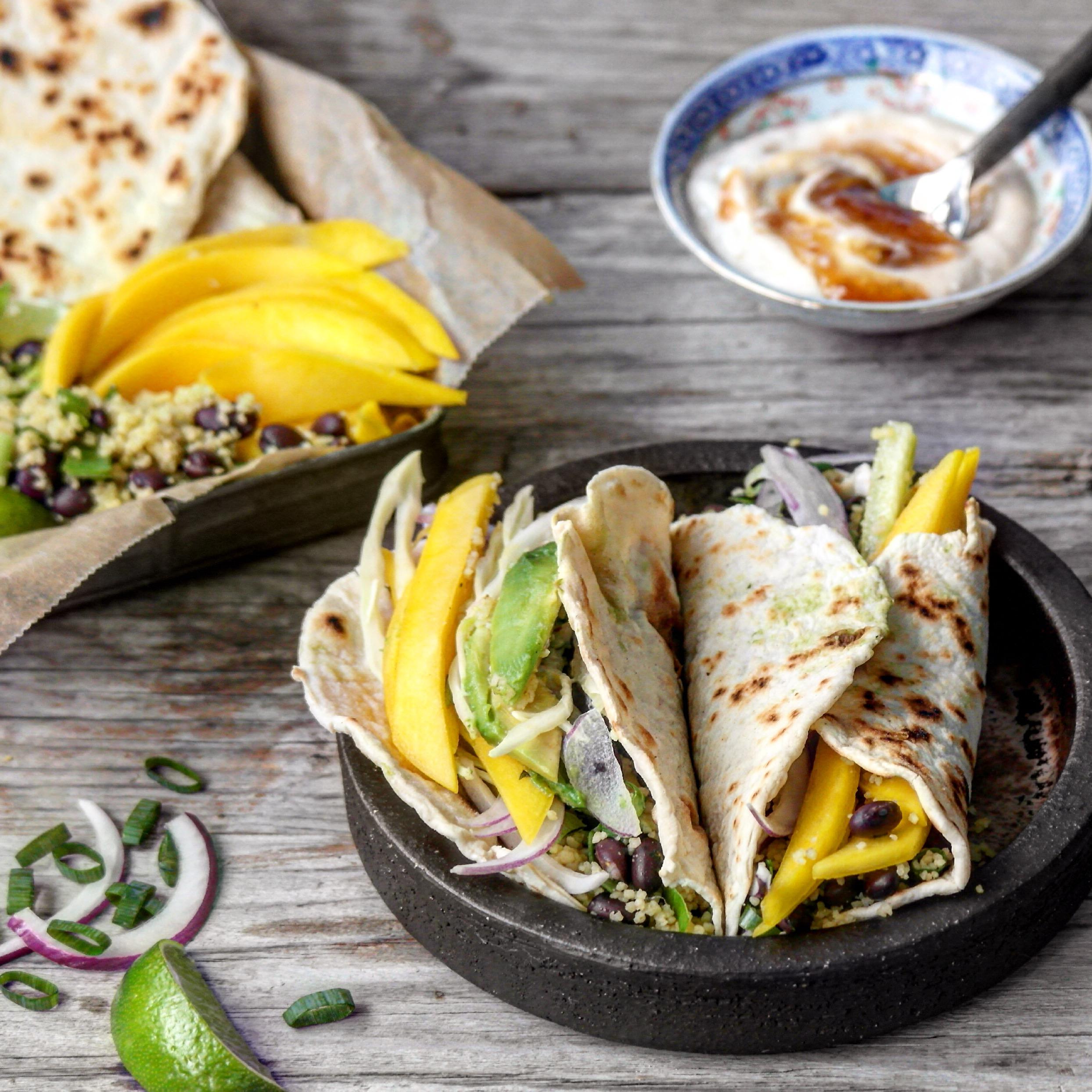 Tortilla med couscous og mango