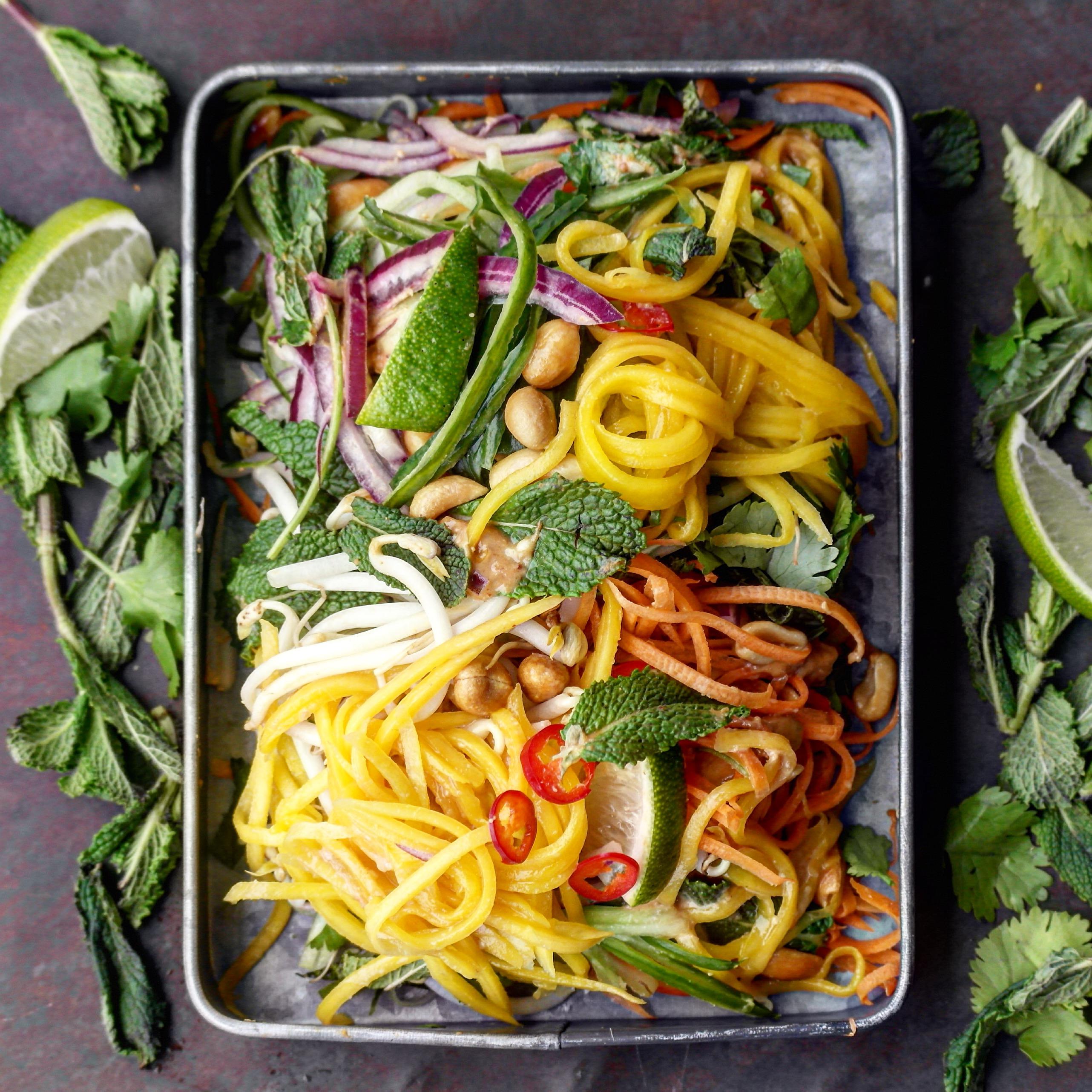 Salat med peanøttdressing