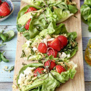 Salatwraps med couscous og jordbær