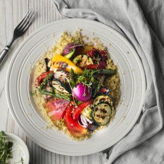 Couscous med grillede grønnsaker og urtedressing