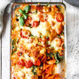 Pastagrateng med ost mozzarella og tomat