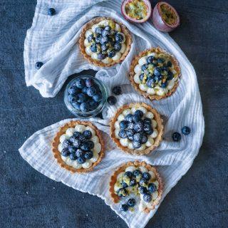 Terter med mascarponekrem, blåbær og pasjonsfrukt
