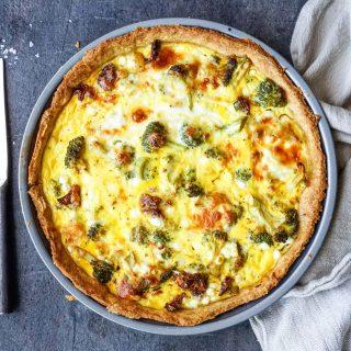 Grov pai med brokkoli og soltørket tomat