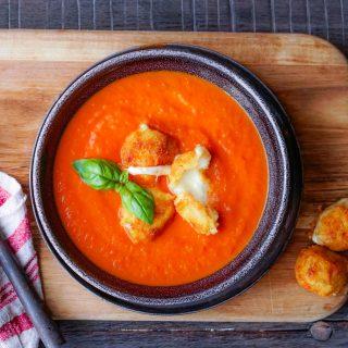 Tomatsuppe med osteboller