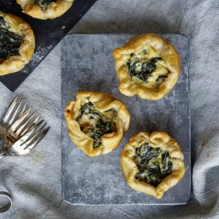 Enkle butterdeigsterter i muffinsform