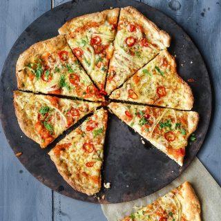Pizza med grov bunn, ridderost og chili