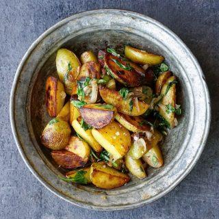 Stekte poteter med ruccola